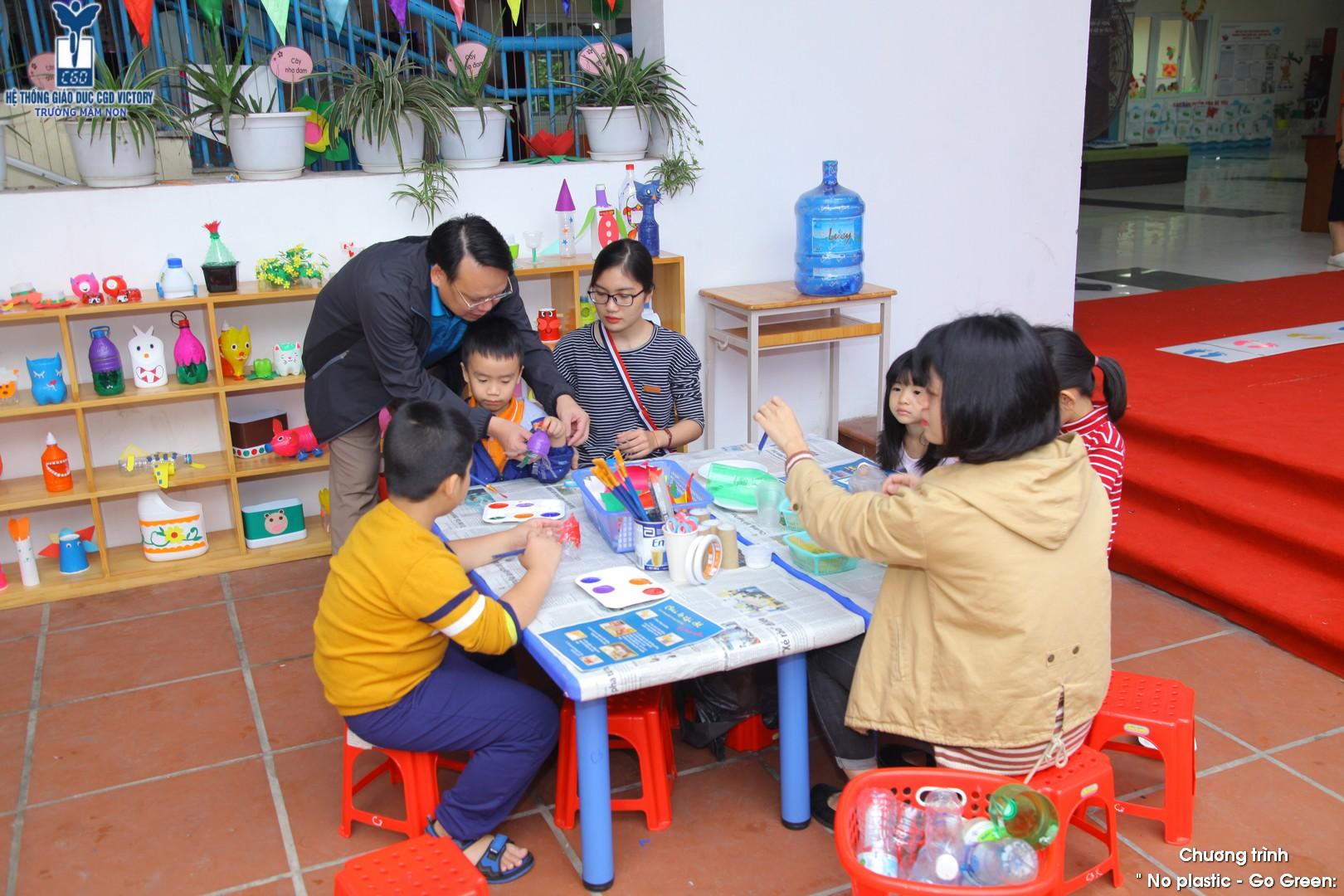 Những đồ chơi từ nhựa được học sinh của CGD Victory tái chế lại thành những món đồ chơi xinh xắn