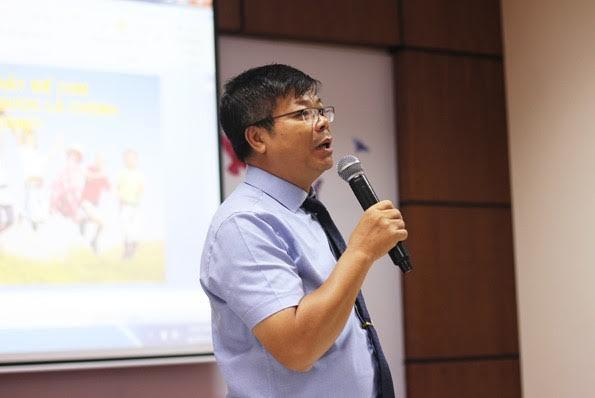 """TS. Tâm lý học Đình Đoàn chia sẻ về triết lý """"Hãy để con được là chính con""""."""